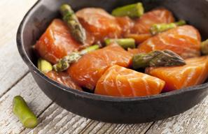 Geroosterde zalm met groene aspergesalade