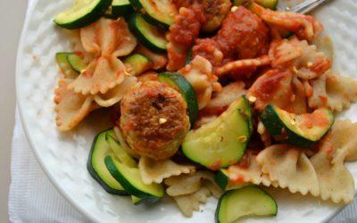 Pasta met groente en gehaktballetjes