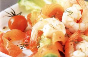 Zalm met garnalen en tomaat, champignons en broccoli